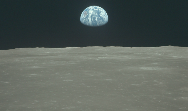 apollo-11-earth-moon